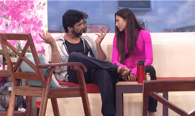 Kushal in deep chat with his ladylove Gauhar Khan.