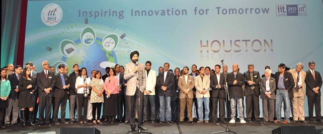 Witty Bindra giving final thanks for a successful conference with IIT 2013 team. (Photo courtesy IIT)