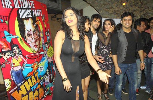 Poonam-Pandey-and-Rakhi-Sawant-at-What-tha-Fish-party