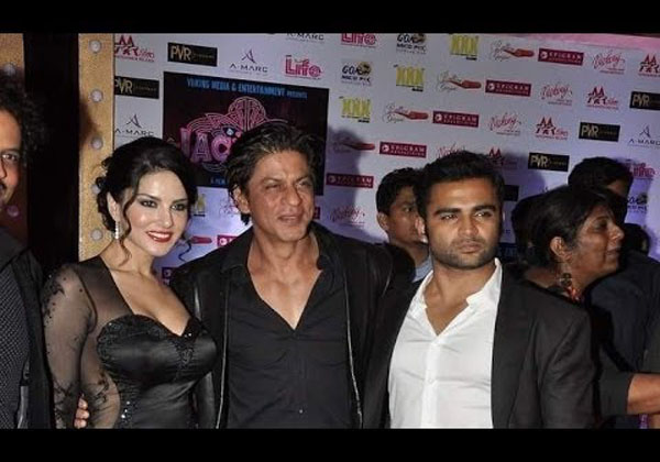 Shahrukh with Sunny Leone and cast of Jackpot