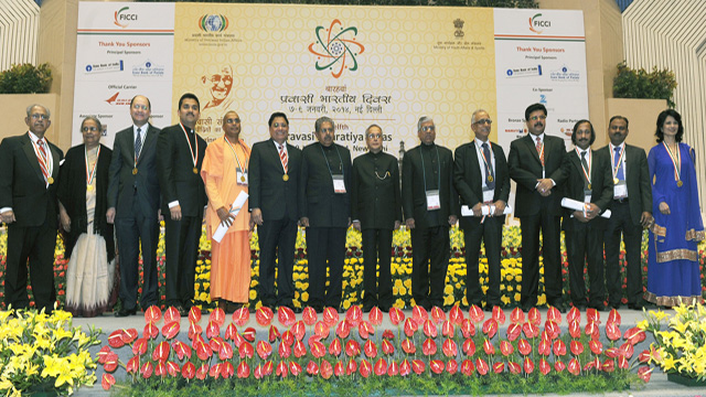 vasu chanchlani parvasi bharatiya samman awardee (sixth from left)