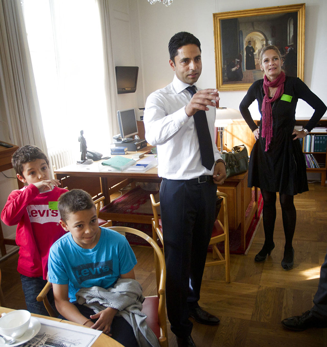 Manu sareen with family. Photo courtesy Nils Meilvang/Scanpix
