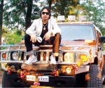 mika singh an d his yellow hummer