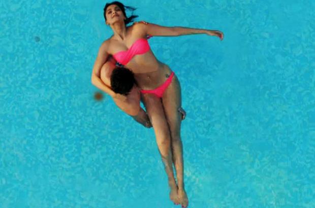 Sonam-Kapoor-in bikini