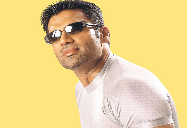 Suniel Shetty builds ICU unit at home for his father