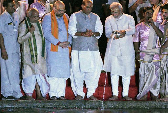 Prime Minister Modi keeps his word with holy Ganga, quits Vadodara Lok Sabha seat