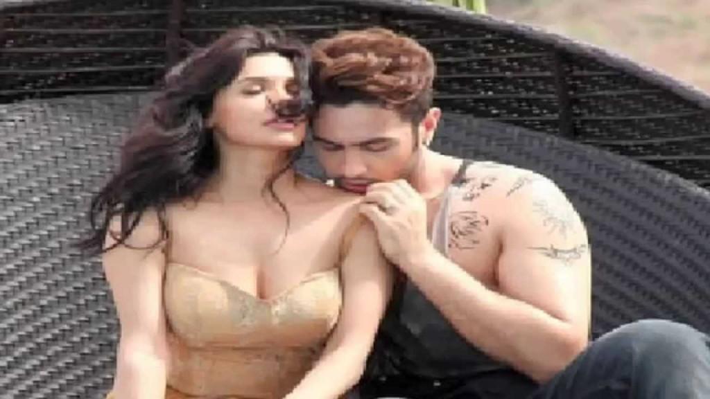 Pakistani sex bomb Sara Loren sizzles in Ishq Click