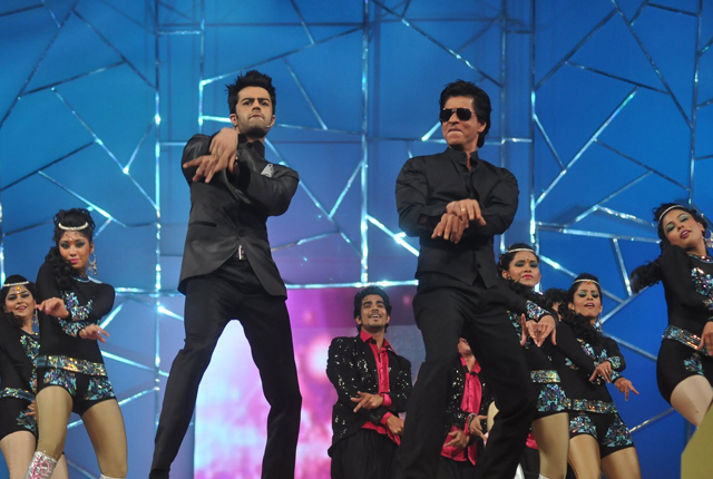 Shahrukh Khan never seen dancing like this before!