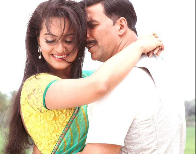 sonakshi in Akshay's arms