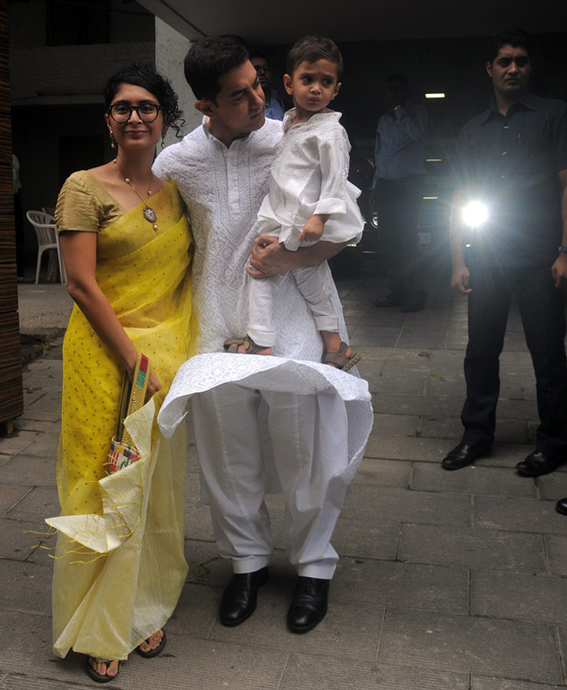 Shahrukh Greets Fans From His Balcony As He Celebrates Eid