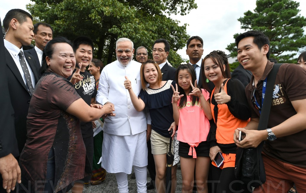 Rock-star welcome for Indian PM in Japan as he visits Kyoto temples