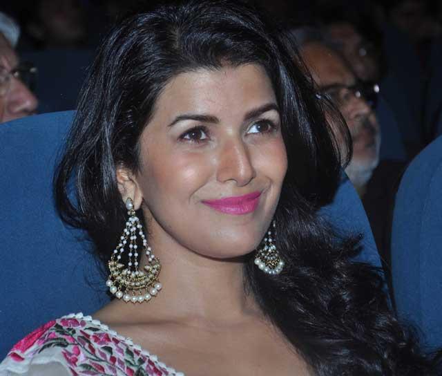 Nimrat Kaur plays Akshay's wife in Airlift