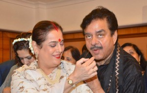 shatrughan-sinha-with-wife-