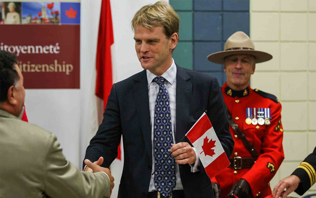 Over 200,000 immigrants take Canadian citizenship so far in 2014