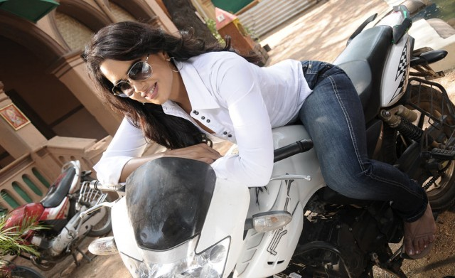 Sizzler Sameera Reddy becomes mother