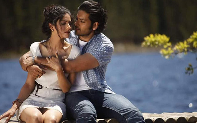 Love-making scenes in Khamoshiyan banned by censor board, but Bhatt prefers `Adult' certificate