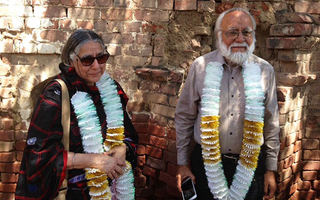 Khushwant Singh's son Rahul and daughter Mala get emotional on their visit to his native Hadali village in Pakistan