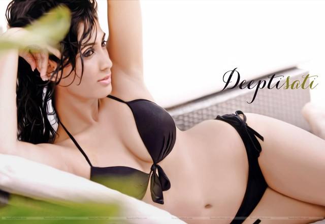 Deepti Sati hot pic