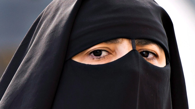 Canada to ban niqab and veil at citizenship oath ceremonies