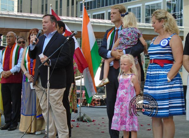 Jason Kenney leads India Day celebrations with shouts of `Bharat Mata ki jai' and `Hindustan zindabad'