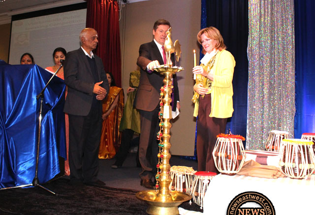 Mayors John Tory and Linda Jeffrey light Diwali lamp at Sringeri.