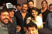 Salman Khan Celebrates dad Salim Khan's 80th birthday at Galaxy Apartment
