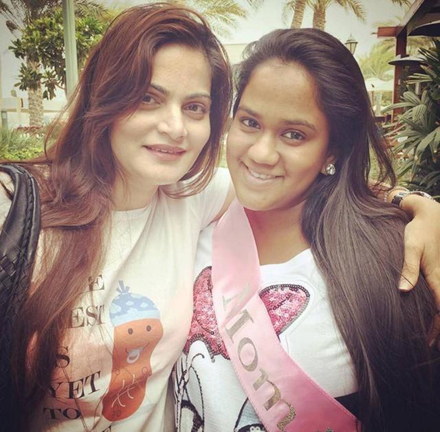 Alvira with her baby sister Arpita