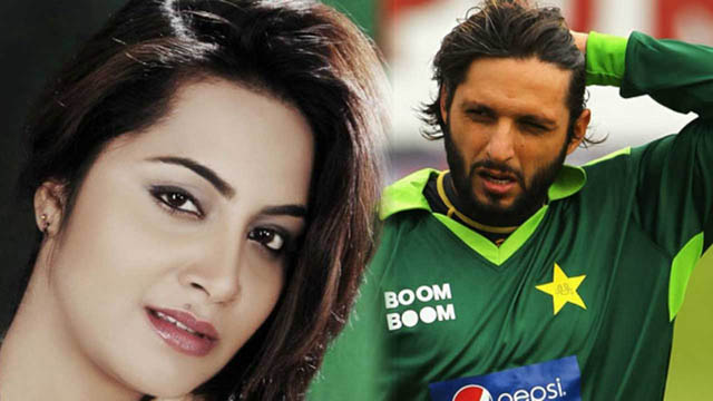Indian model Arshi Khan who had an affair with Pakistani cricketer Shahid Afridi spotted with him in Dubai