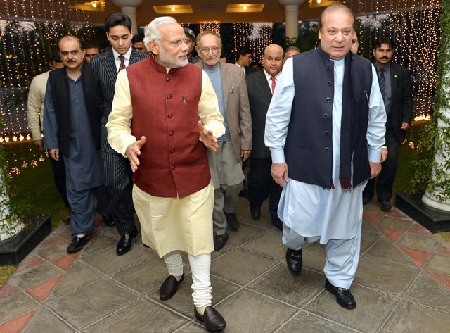 Modi with nawaz sharif in lahore