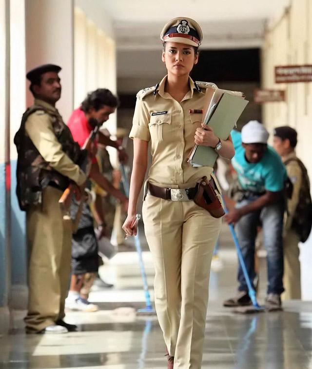 Esha Gupta as a cop in Chakravyuh