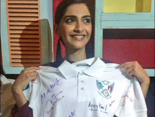 Neerja Bhanot's classmates gift an autographed t-shirt to Sonam Kapoor