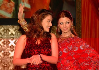 Aishwarya seen with her statue at Madame Tussauds