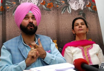 Navjot Sidhu and wife
