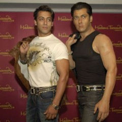 Salman Khan stands with his wax statue at Madame Tassauds.