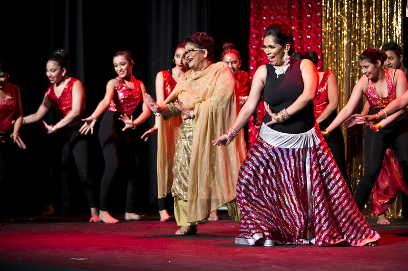 Saroj Khan (centre) at grand finale of dance diaries