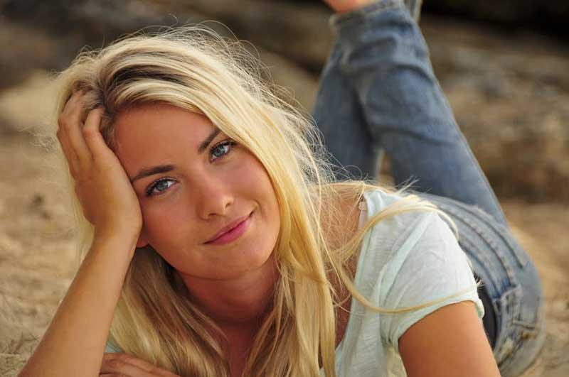 Blondes are not dumb. They have higher IQ than other women, says a new study