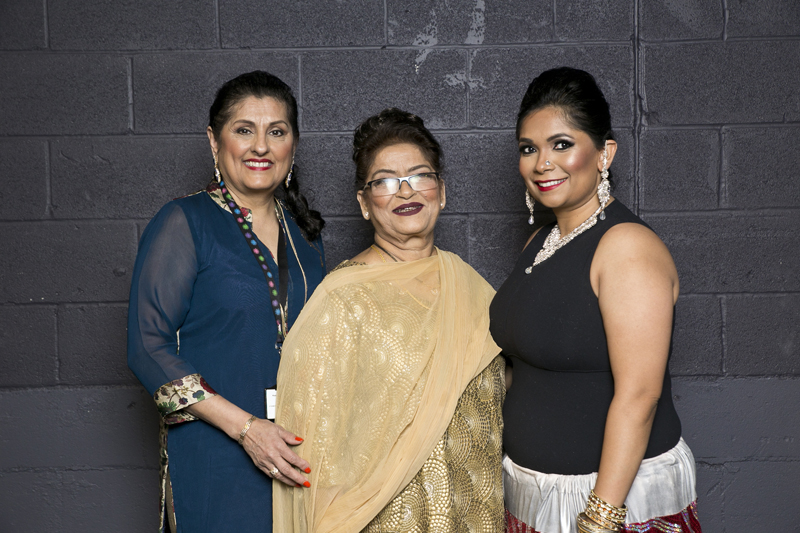 Saroj Khan with Dance Diaries organizers - Renu Mehta (extreme left) and Puja Amin (extreme right)