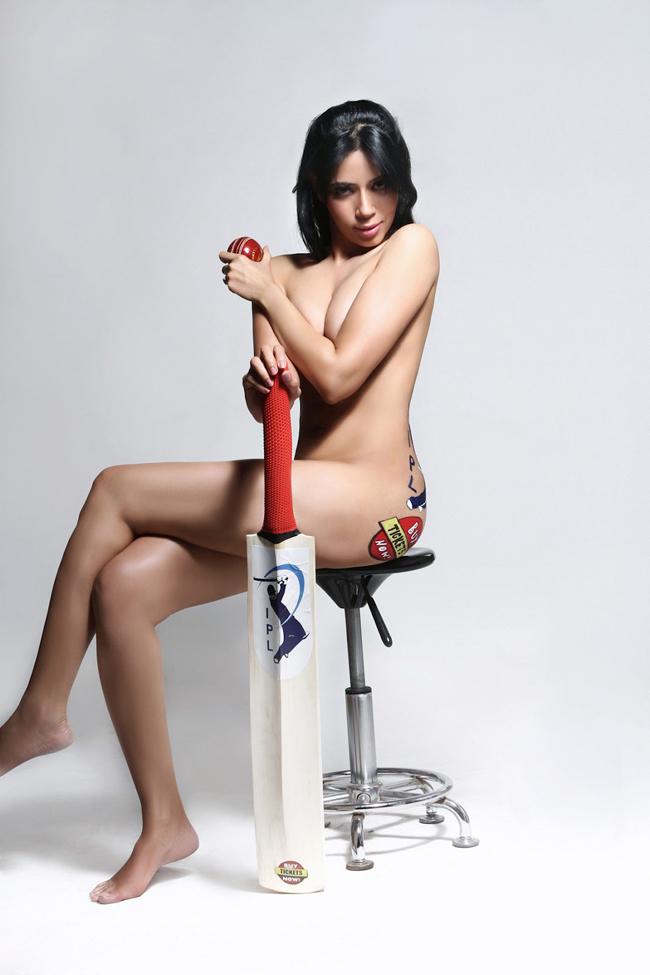 Model Rozlyn Khan poses naked for IPL