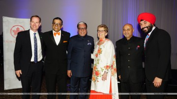 Subhash Chandra poses with Ajit Someshwar, Anil Shah, Premier Kathleen Wynne, Minister Navdeep Bains