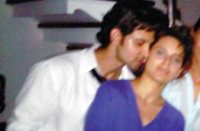 Intimate picture of Kangana and Hrithik surfaces!