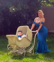 Coco Austin with her daughter