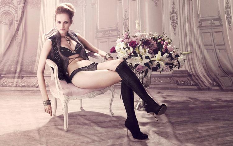 Sexy model Iza Olak