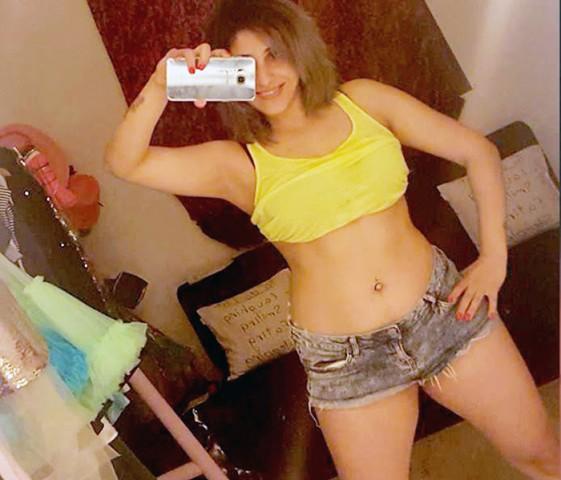 neha-bhasin-hot-selfie