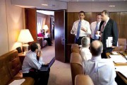 barack-obama-in-air-force-one-conference-room