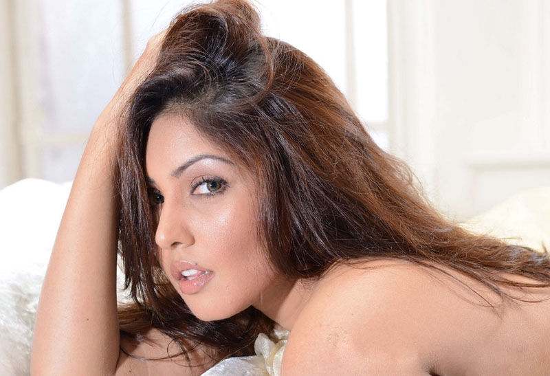 komal-jha-hot-image