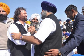 When Hans Raj Hans was in Akali Dal