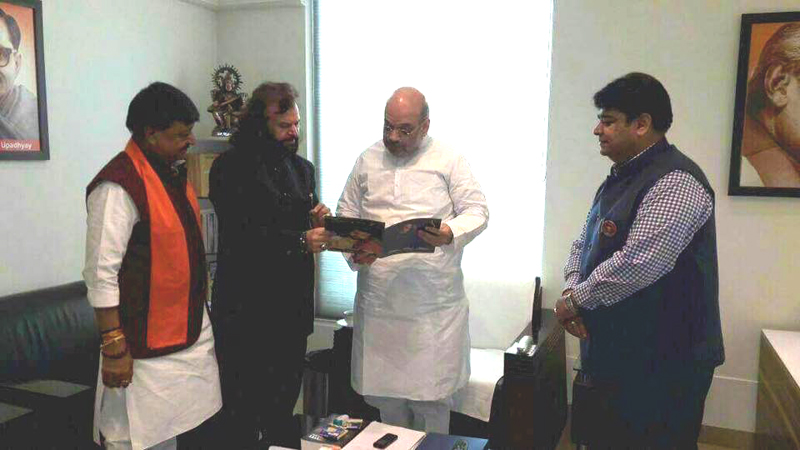 Hans Raj Hans with BJP president Amit Shah while joining the BJP in New Delhi.