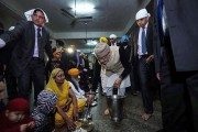 PM Modi serving langar at the Golden Temple