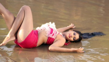 Neha Saxena hot pic